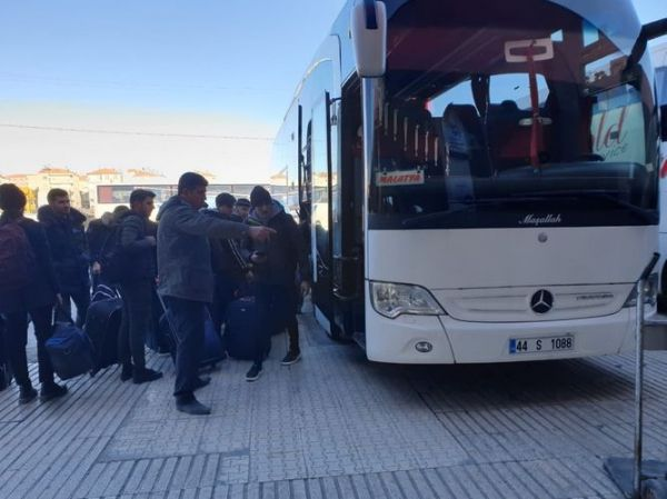 Azerbaijani students, studying in quake-hit Turkish region, sent off to Nakhchivan