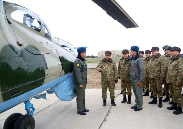 The visit to military units in the frontline zone continues