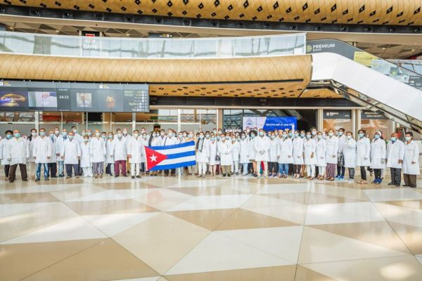 AZAL delivered doctors from Cuba to Baku